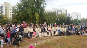 """""""Chcemy zieleni, nie betonu"""". Mieszkańcy walczą o skwer"""