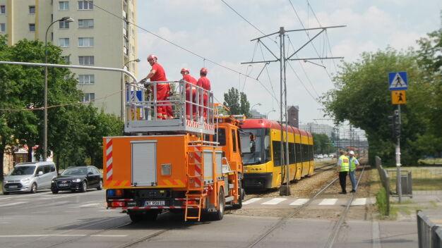 Zerwana sieć trakcyjna na Broniewskiego