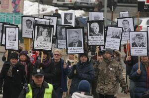 Przeszli Traktem Królewskim z portretami ofiar