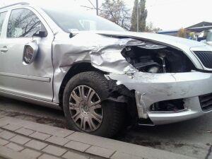 Potrącenie w al. Krakowskiej. Kobieta upadła na torowisko