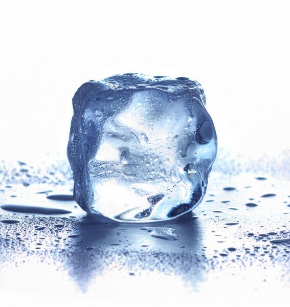 Lód można ciągnąć na smyczy ... wystarczy trochę soli (Shutterstock)