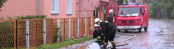 W Opolskiem woda wdarła się do domów mieszkalnych na skutek ulewnych deszczy